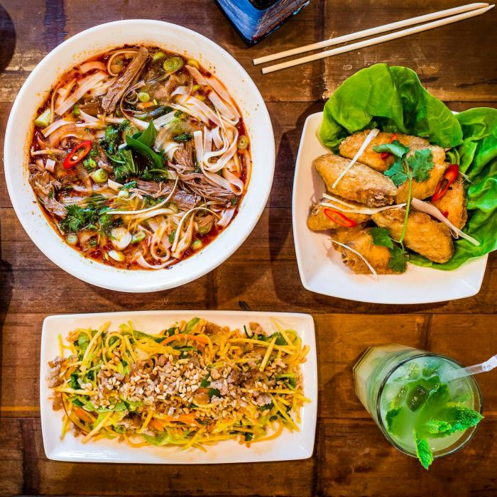 25% off meals at Pho for students